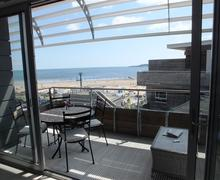 Snaptrip - Last minute cottages - Beautiful Tenby Apartment S84210 - Waters Edge 15 001