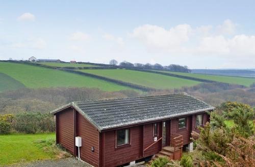 Snaptrip - Last minute cottages - Delightful Hartland Lodge S19129 -