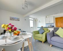 Snaptrip - Last minute cottages - Stunning  Apartment S84608 -