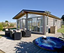 Snaptrip - Last minute cottages - Gorgeous Dobwalls Lodge S84681 -