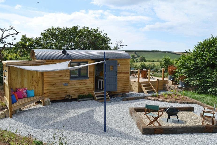 Delightful shepherds hut | The Wool Shed, Gorran, near St Austell - The Wool Shed
