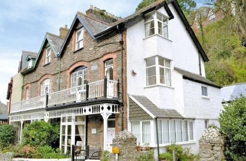 Snaptrip - Last minute cottages - Quaint Lynton Cottage S19216 -