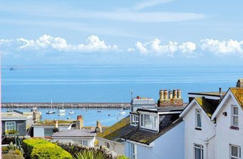 Snaptrip - Last minute cottages - Wonderful Brixham Apartment S19265 -