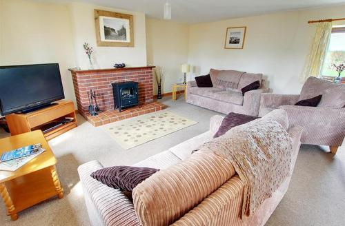 Snaptrip - Last minute cottages - Stunning Holsworthy Rest S1601 - Lounge area with large flatscreen digital tv and dvd player; free wi-fi included.