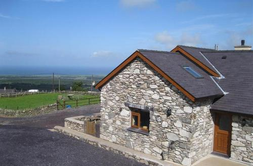 Snaptrip - Last minute cottages - Exquisite Caernarfon Bach S1608 - Beudy Bach