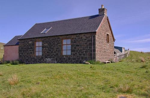 Snaptrip - Last minute cottages - Quaint Acharacle Church S1611 - Old Kilmory Church on North Coast
