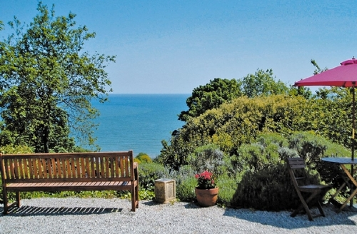 Snaptrip - Last minute cottages - Stunning Torquay Apartment S19446 -
