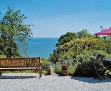Snaptrip - Holiday apartments - Stunning Torquay Apartment S19446 -