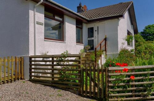 Snaptrip - Last minute cottages - Lovely Acharacle Rental S1619 -