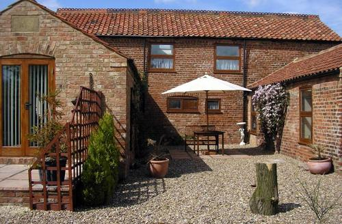 Snaptrip - Last minute cottages - Cosy Louth  S1631 - Fen View patio