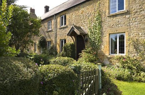 Snaptrip - Last minute cottages - Quaint Broadway Cottage S1634 -