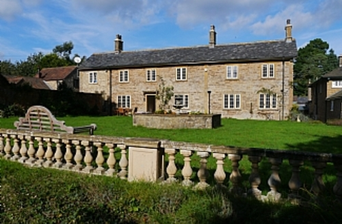 Snaptrip - Last minute cottages - Luxury Yeovil House S1635 - House Front