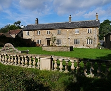Snaptrip - Holiday cottages - Luxury Yeovil House S1635 - House Front