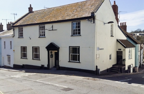 Snaptrip - Last minute cottages - Inviting Lyme Regis Cottage S19811 -