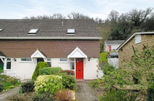 Snaptrip - Last minute cottages - Beautiful Lyme Regis Cottage S19822 -