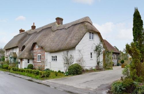 Snaptrip - Last minute cottages - Inviting Shaftesbury Cottage S19853 -
