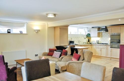 Snaptrip - Last minute cottages - Tasteful Swanage Apartment S19894 -
