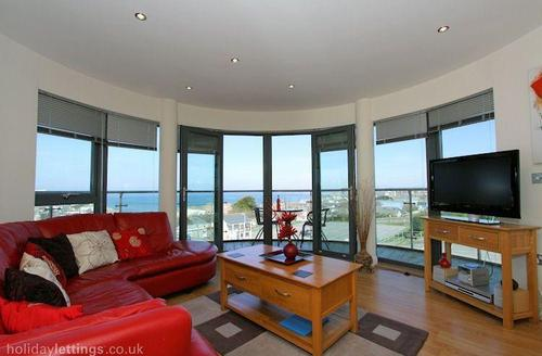 Snaptrip - Last minute cottages - Exquisite Newquay Rental S1684 - Living area leading to the balcony with sea views