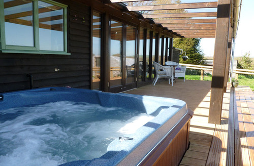 Snaptrip - Last minute cottages - Charming Wellington Lodge S1693 - Hot tub on the decking area