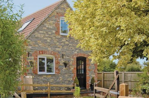 Snaptrip - Last minute cottages - Quaint Yeovil Cottage S20346 -