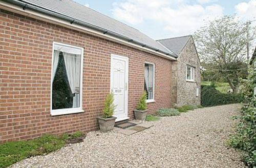 Snaptrip - Last minute cottages - Cosy Yeovil Cottage S20361 -