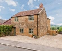 Snaptrip - Holiday cottages - Captivating Yeovil Cottage S20363 -