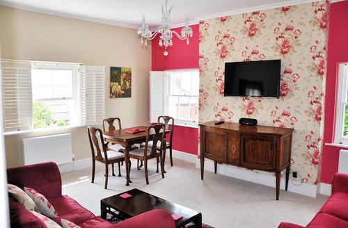 Snaptrip - Last minute cottages - Beautiful Glastonbury Apartment S1703 - Living area