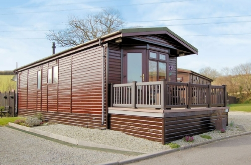 Snaptrip - Last minute cottages - Inviting Camelford Lodge S20516 -