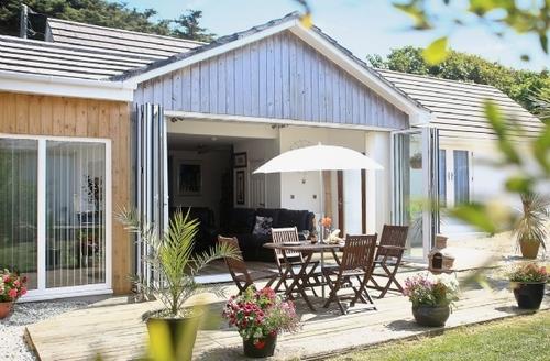 Snaptrip - Last minute cottages - Tasteful Newquay Cottage S20588 -