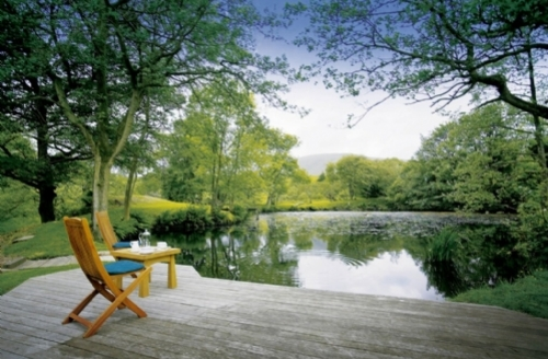 Snaptrip - Last minute cottages - Lovely  Hall S1733 - Wolfen Mill lake and seating area, Cottage Holiday Group