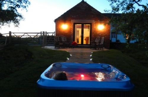 Snaptrip - Last minute cottages - Beautiful Wigton Stables S1734 - Red Stables, self catering Carlisle, Lakes Cottage Holidays