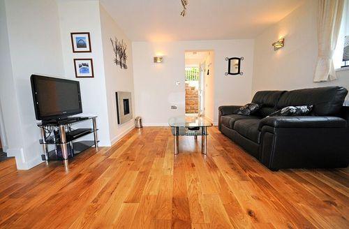 Snaptrip - Last minute cottages - Inviting Paignton Apricus S1754 - Living area