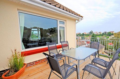 Snaptrip - Last minute cottages - Inviting Paignton Apricus S1755 - Relax on the balcony