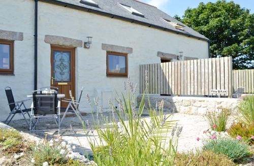 Snaptrip - Last minute cottages - Quaint Falmouth Cottage S20875 -