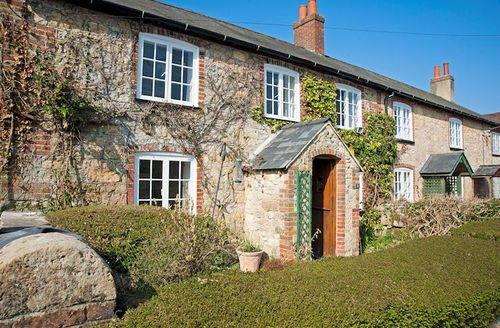 Snaptrip - Last minute cottages - Adorable Newport Cottage S1756 - Outside Ashengrove Farm Cottage, Isle of Wight
