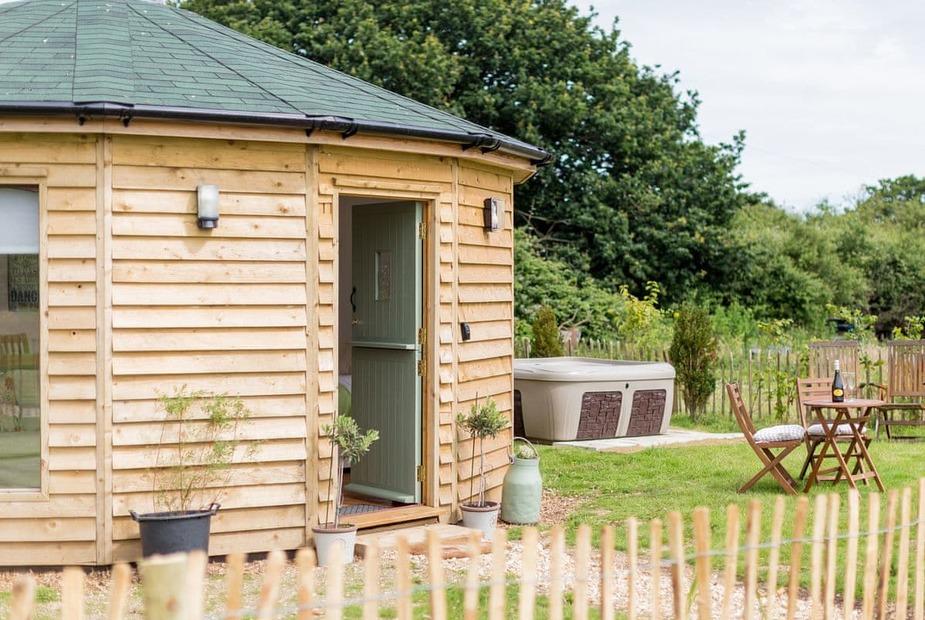 Exterior | Olive - Buttercup Barn Retreats, Wootton Bridge - Olive
