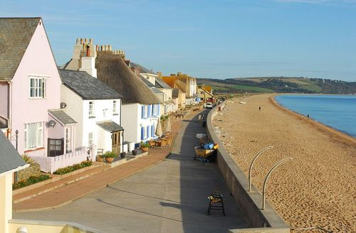 Snaptrip - Last minute cottages - Cosy Kingsbridge Beach S1768 - Outside At the Beach, Torcross