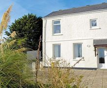 Snaptrip - Last minute cottages - Gorgeous Helston And The Lizard Peninsula Apartment S21194 -