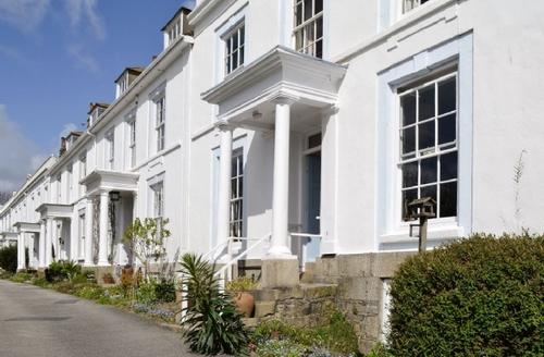Snaptrip - Last minute cottages - Stunning Penzance Apartment S21279 -
