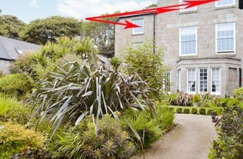 Snaptrip - Last minute cottages - Captivating Penzance Apartment S21280 -
