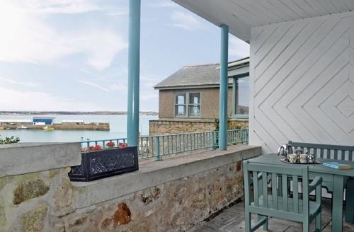 Snaptrip - Last minute cottages - Luxury Penzance Apartment S21283 -
