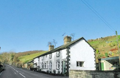 Snaptrip - Last minute cottages - Inviting Welshpool Cottage S21463 -