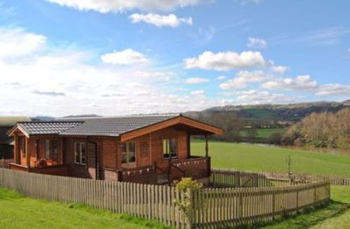 Snaptrip - Last minute cottages - Attractive Welshpool Lodge S21468 -