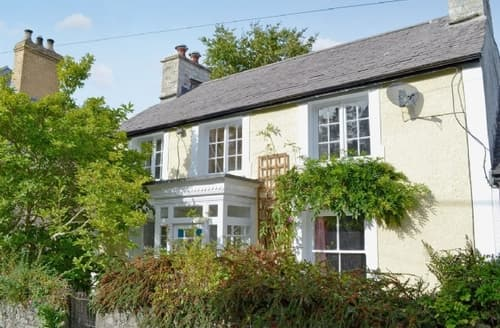 Snaptrip - Last minute cottages - Cosy Aberaeron Cottage S21523 -