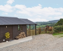 Snaptrip - Last minute cottages - Tasteful Llandovery Lodge S21726 -