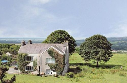 Snaptrip - Last minute cottages - Charming Llanelli Cottage S21728 -