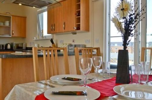 Snaptrip - Last minute cottages - Wonderful Llanelli Apartment S21738 -