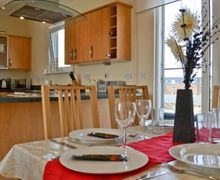 Snaptrip - Last minute cottages - Wonderful Llanelli Apartment S21738 -