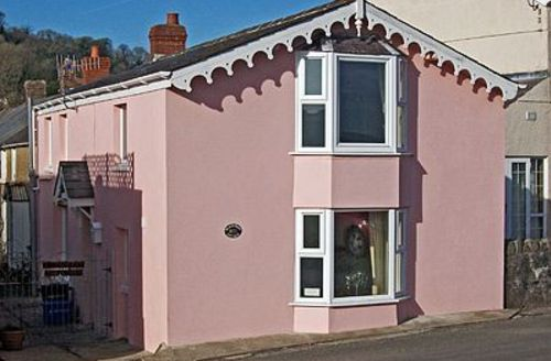 Snaptrip - Last minute cottages - Adorable Llansteffan Cottage S21760 -
