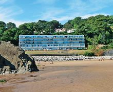 Snaptrip - Last minute cottages - Wonderful Swansea Apartment S21782 -